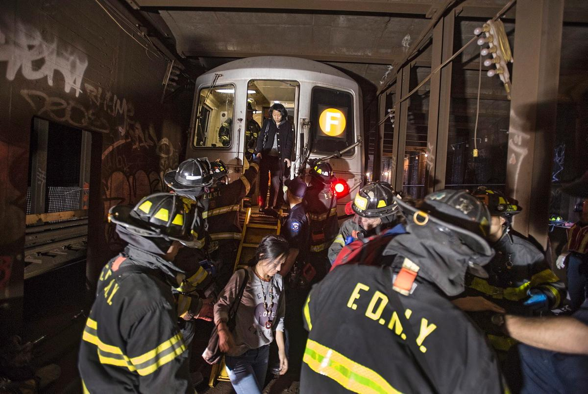 f-train-derailment-queens