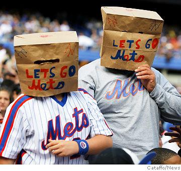 mets-fans-paper-bags