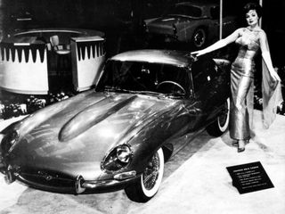 1961-jaguar-e-type-on-exhibition-floor